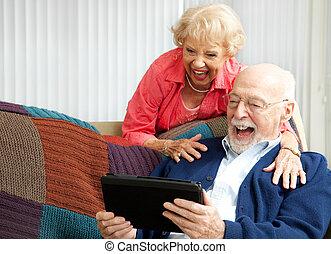 tablette, couple, -, pc, personne agee, rire