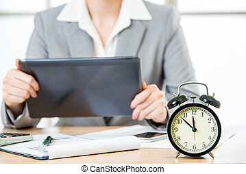 tablette, femme affaires, pc, synchronisation, marché, stockage