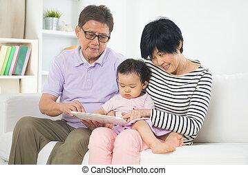 tablette, fils, parents, asiatique, grandiose, enseignement