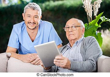 tablette, gardien, tenue, numérique, mâle aîné, homme