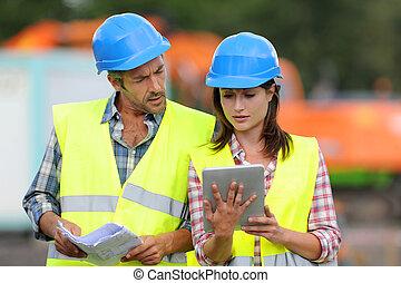 tablette, gens, site, construction, utilisation, électronique