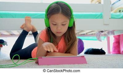 tablette, girl, utilisation, maison, 4k, numérique, plancher