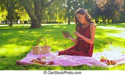 tablette, heureux, informatique, pique-nique, femme, parc