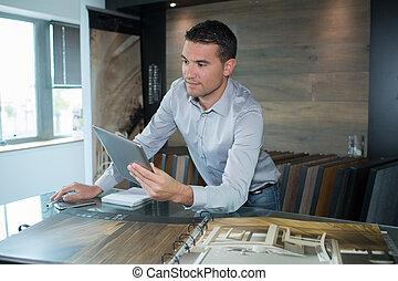 tablette, homme affaires, bureau, numérique, fonctionnement, moderne