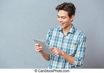 tablette, informatique, utilisation, sourire, désinvolte, homme
