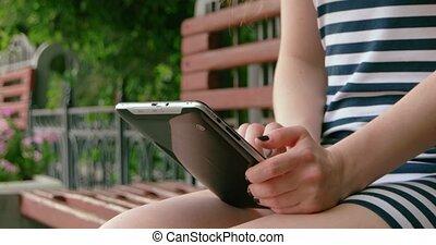 tablette, internet, parc, jeune, banc, numérique, utilisation, girl