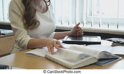 tablette, jeune, utilisation, girl, travaux, électronique