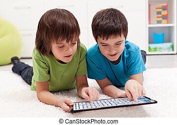 tablette, labyrinthe, jeu garçons, informatique, jouer