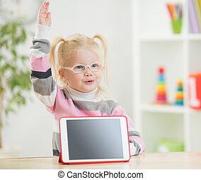 tablette, lunettes, haut, heureux, enfant, pc, main