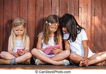tablette, mädels, drei, telefon., spielende , klug