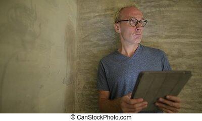 tablette, numérique, scandinave, mûrir, utilisation, maison, homme