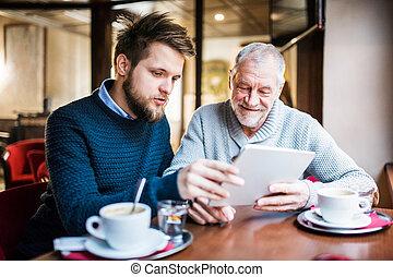 tablette, père, jeune, fils, cafe., personne agee