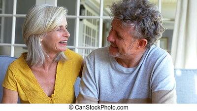 tablette, porche, couple, 4k, numérique, utilisation, personne agee
