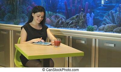 tablette, regarder, photos, informatique, utilisation, girl