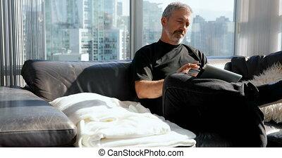 tablette, sofa, 4k, numérique, utilisation, homme