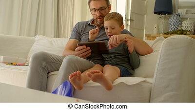tablette, sofa, père, fils, 4k, numérique, utilisation