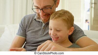tablette, sofa, utilisation, père, fils, 4k, numérique, maison