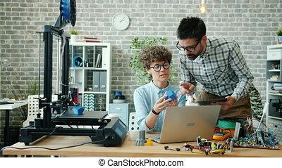 tablette, utilisation, conversation, ordinateur portable,...