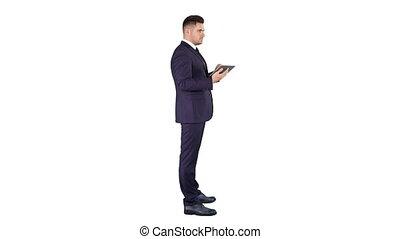tablette, vérification, objet, jeune, arrière-plan., toucher, infront, numérique, homme affaires, blanc, lui