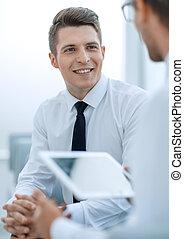 tabliczka, mówiąc, cyfrowy, up.businessman, zamknięcie, jego, collea