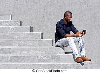 tabliczka, posiedzenie, młody, amerykanka, kroki, afrykanin, używając, człowiek