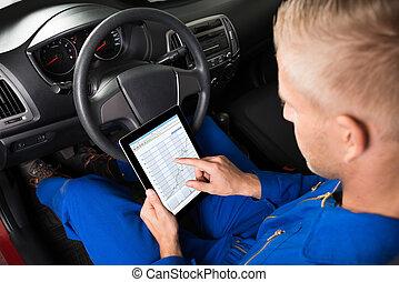 tabliczka, posiedzenie, wóz, patrząc, mechanik, cyfrowy