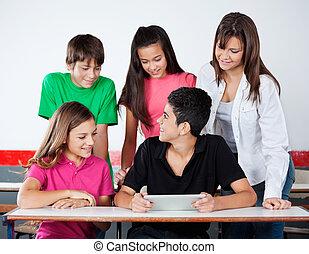 tabliczka, studenci, uniwersytet, biurko, cyfrowy, używając