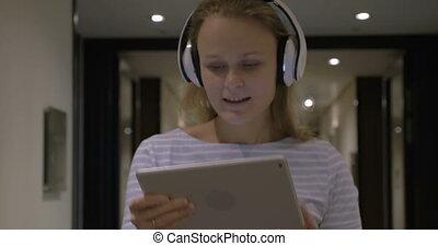 tabliczka, timelapse, pc, muzykować słuchanie, dziewczyna