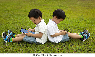 tabliczka, touchscreen, trawa, dwa, pc, używając, dzieciaki