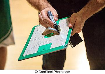 tactique, expliquer, marqueur, tient, player., basket-ball, entraîneur, jeu, presse-papiers
