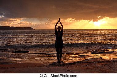 tadasana, vrouw, berg, zonopkomst, zee, -, yoga houding