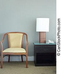 tafeel lamp, stoel, slaapkamer