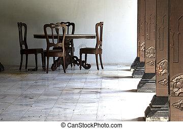 tafel, stoelen, en, pijlers