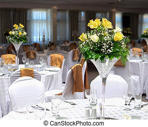 tafels, bloem, arrangment, trouwfeest