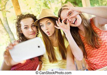 tagande, smartphone, flickor, selfie, pub