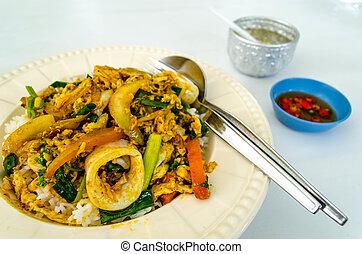 tailandés, estilo, bata frito, mariscos, curry, encima, arroz