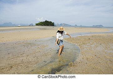 tailandés, mujer, juego, y, retrato, para, toma, foto, en la playa, manera