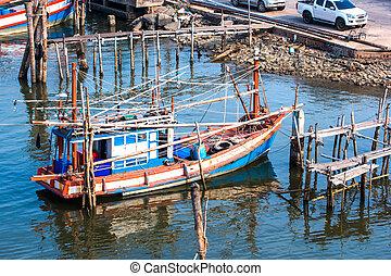tailandés, pesca, barco, en, el, orilla