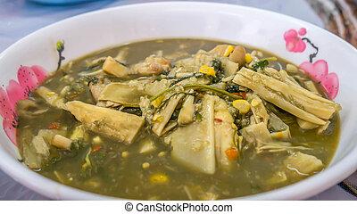 tailandés, picante, sopa, con, brotes de bambú