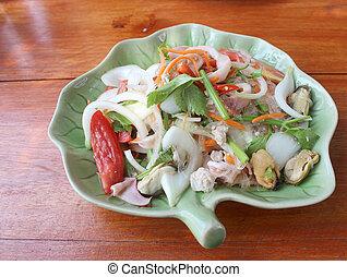 tailandés, picante, y, agrio, ensalada mariscos