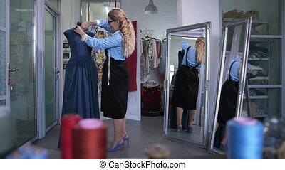 tailleur, encolure, robe, mannequin, coupure