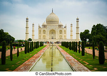 Front view of Taj Mahal mausoleum in Agra, Uttar Pradesh, India