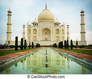 Taj Mahal low angle front view - Low angle front view of Taj...
