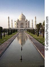 Taj Mahal mausoleum, Agra, Uttar Pradesh, India