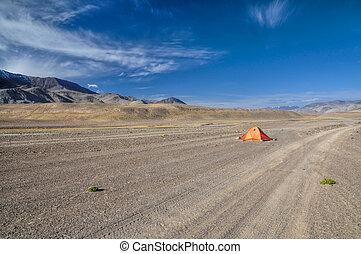 tajikistan, paesaggio arido