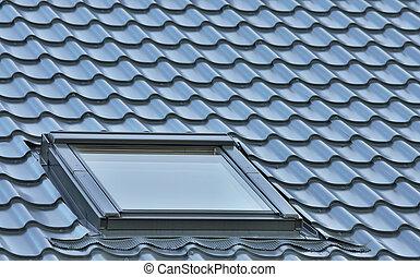 tak, fönster, på, a, grå, tegeltäckt, taktopp, stort,...