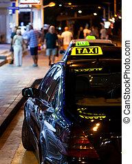 taksówka znaczą, w nocy