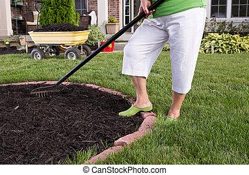 talajtakarás, senior woman, virágágyás