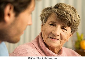 talande, senior woman, läkare
