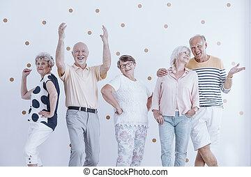 talande, vänner, äldre, dansande